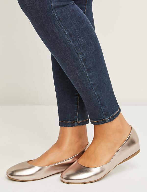 Faux Leather Round-Toe Flat