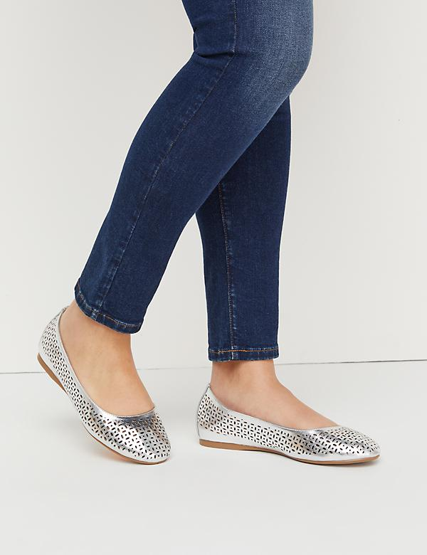 Perforated Round Toe Flat