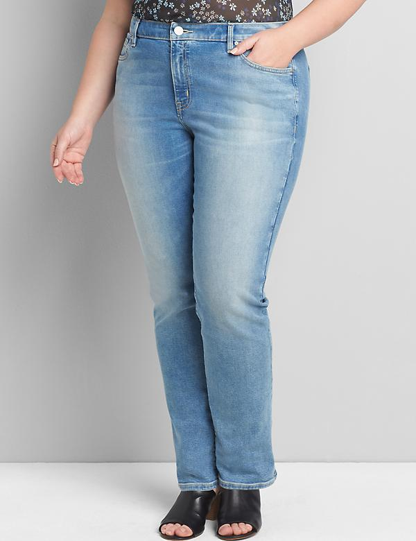 Signature Fit Straight Jean - Light Wash