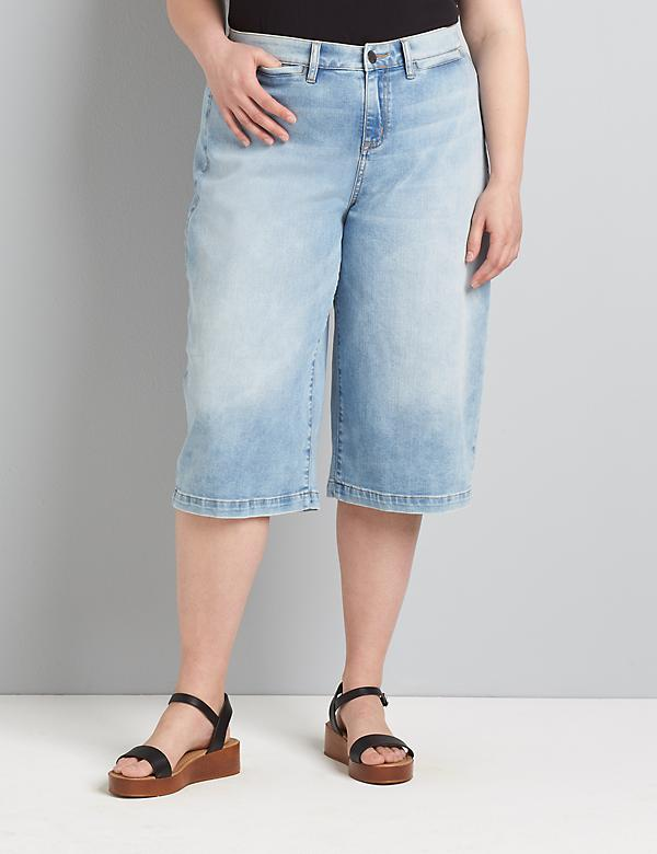Signature Fit Wide Leg Pedal Jean - Light Wash